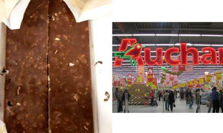 Ciocolată cu viermi, găsită de un client la Auchan Constanța