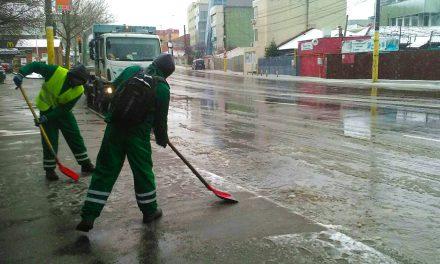 Pe ce străzi din Constanța s-a intervenit cu material antiderapant