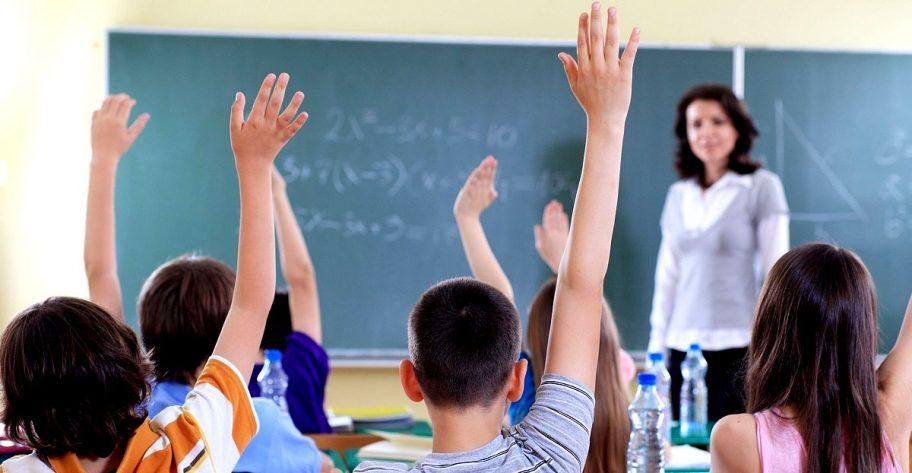 Elevii ar putea primi vouchere pentru After School și pachete alimentare diversificate