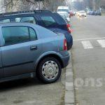 O modificare în Codul Rutier le va permite polițiștilor să ridice mașinile parcate pe trotuare