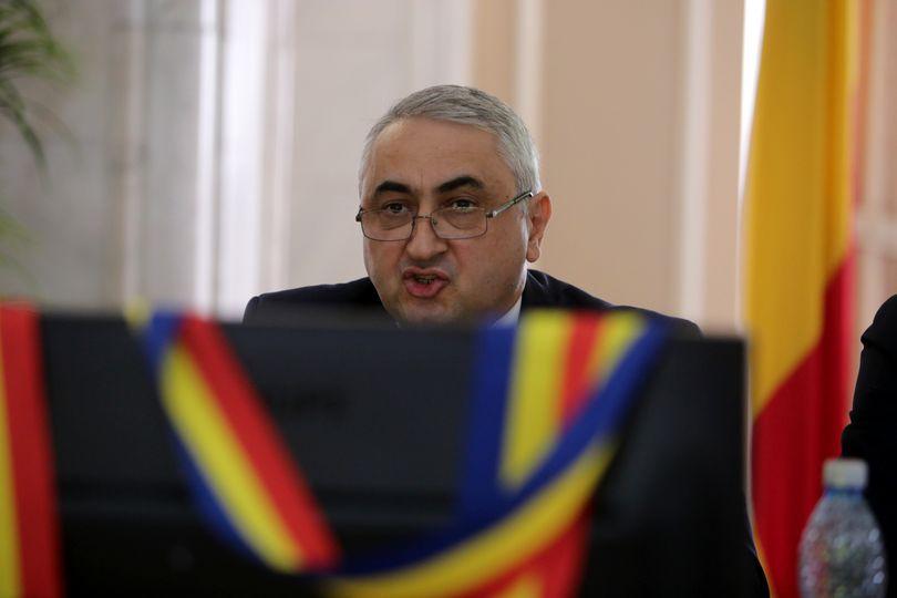 Valentin Popa introduce cursurile de etică obligatorii în învățământul superior