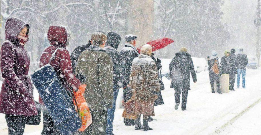 Scădere bruscă a temperaturilor și ninsoare. Un val de aer polar va ajunge deasupra României