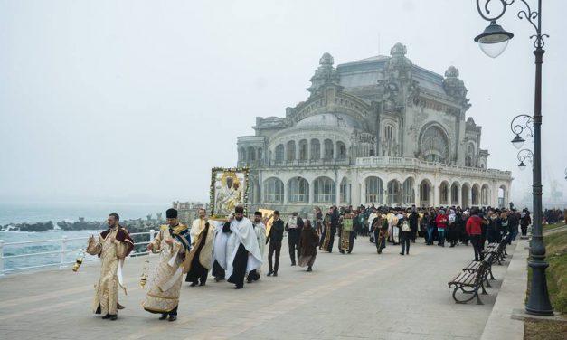 """""""Calea Sfinților"""", procesiune religioasă pe faleza Cazinoului din Constanța"""