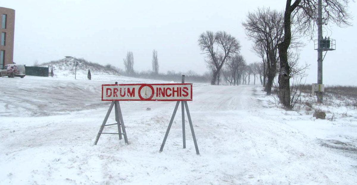 Circulație întreruptă din cauza viscolului pe mai multe drumuri naționale