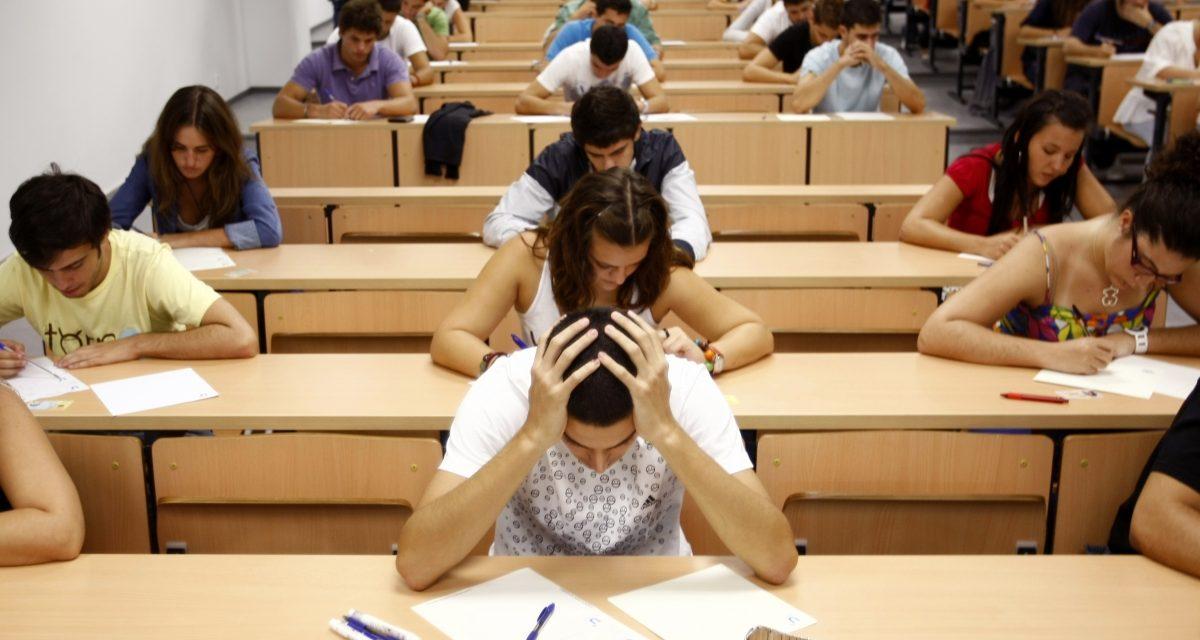 Emoții mari pentru elevii din clasa a XII-a. Azi și mâine, vor susține prima probă a Bacalaureatului