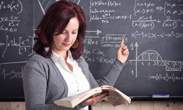 Mii de profesori și-ar putea pierde posturile. Guvernul reduce numărul de ore din învățământ