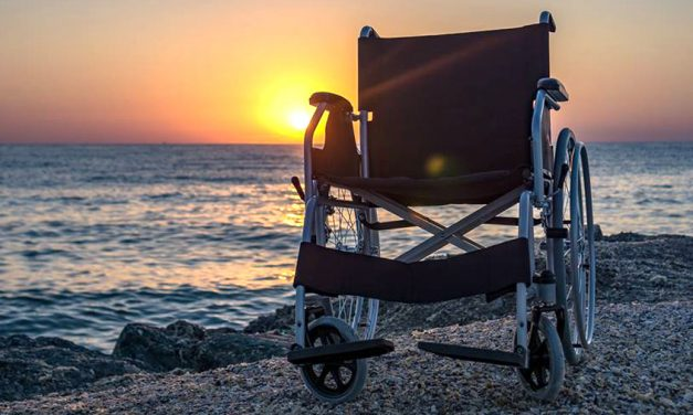 Plaja pentru persoanele cu dizabilități – un proiect devorat de lăcomia statului român