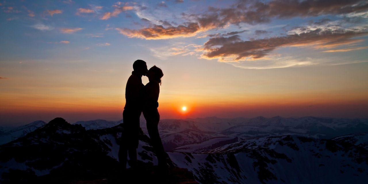Românii nu mai au bani de Valentine's Day. Nu își mai duc iubitele la munte de Ziua Îndrăgosților