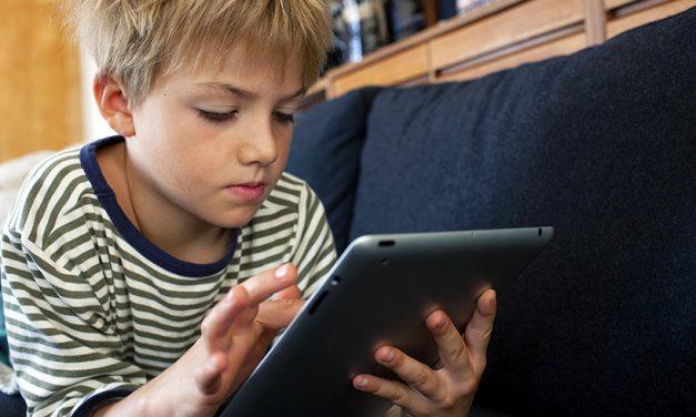 Semnal de alarmă tras de psihologi. Fără telefon sau tabletă pentru copiii până la 3 ani