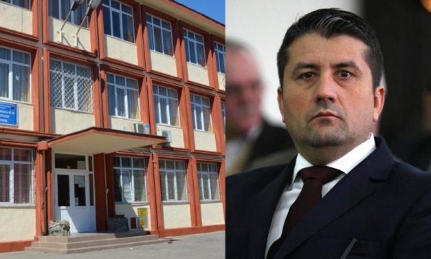 """Directorul unei școli din Constanța către Făgădau: """"Avem un gard pe sub care poți trece cu mașina!"""""""