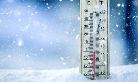 ANM anunţă polei, lapoviţă, ninsoare şi vreme deosebit de rece. Circulaţia pe A2, reluată
