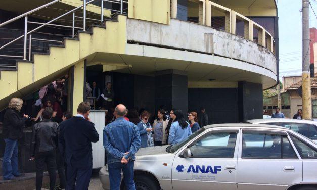 Milioane de români vizați de ANAF! Fiscul pune popriri pe conturi chiar și pentru restanțe de câțiva lei. Guvernul are nevoie disperată de bani