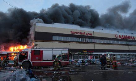 Tragedie la mall. Peste 50 de morți într-un incendiu care a cuprins sala de cinema și locul de joacă pentru copii