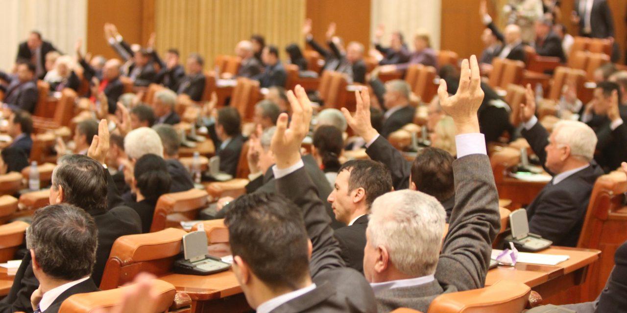 Hărţuirea sexuală şi cea psihologică, interzise. Propunerea legislativă a fost votată azi în Parlament