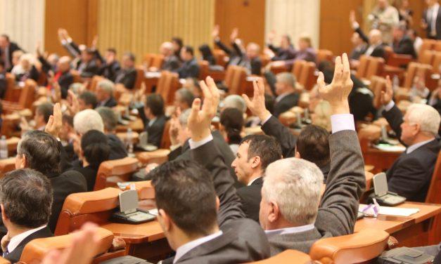 Camera Deputaților a aprobat dublarea alocațiilor. Abrogarea pensiilor speciale și reducerea TVA, amânate