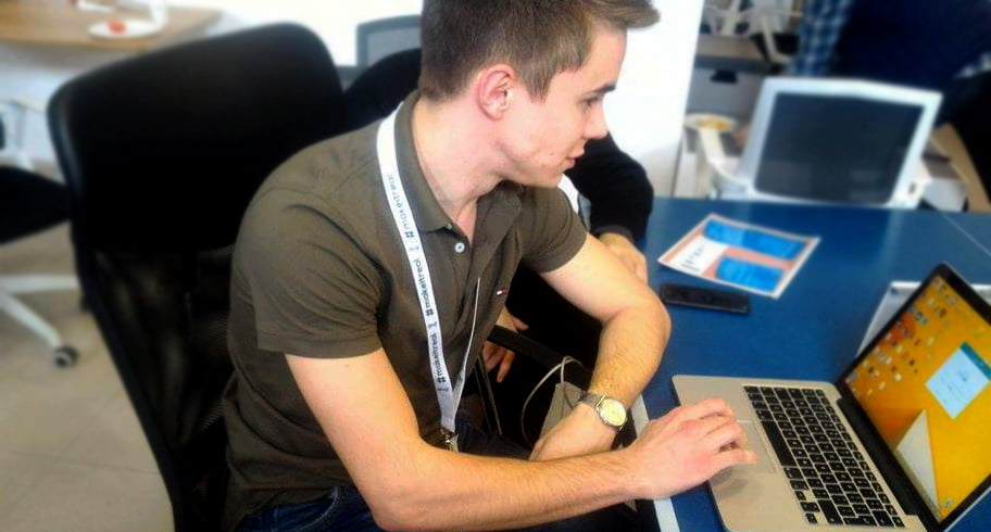 Câțiva studenți români au creat scaunul ce detectează pozițiile incorecte ale coloanei vertebrale