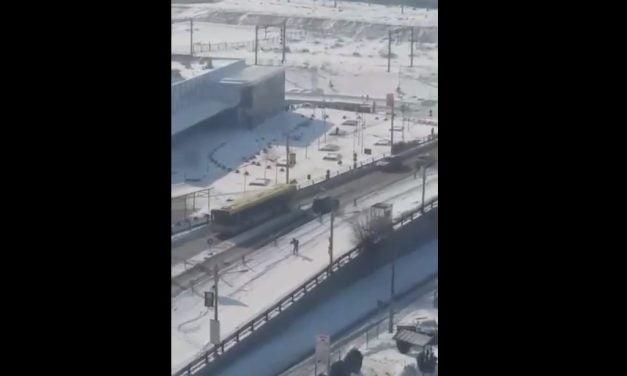 VIDEO / Podul de la Butelii, transformat în pârtie de schi