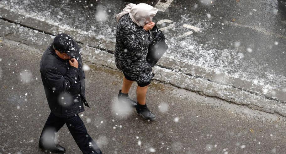 Iar se strică vremea. Vânt cu ploi și zăpadă la Constanța! Ce anunță meteorologii pentru weekend
