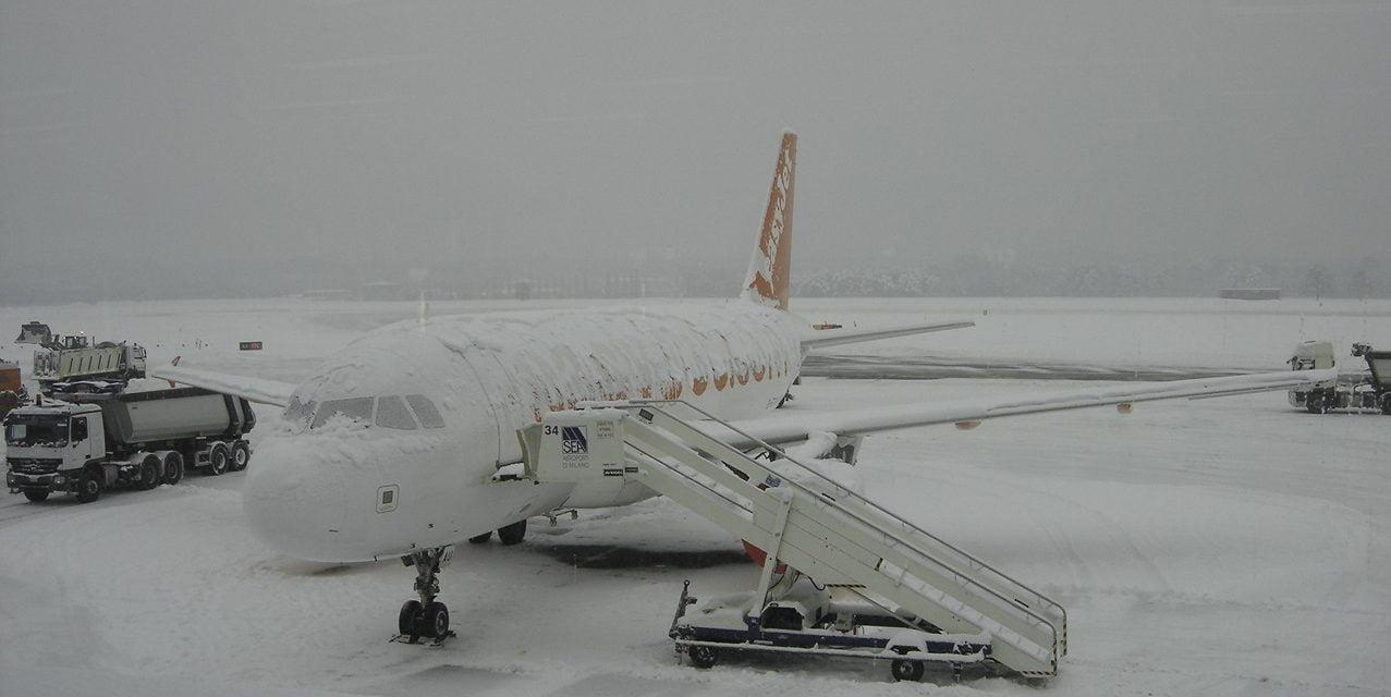 Probleme la Otopeni: avioane întârziate din cauza ninsorii