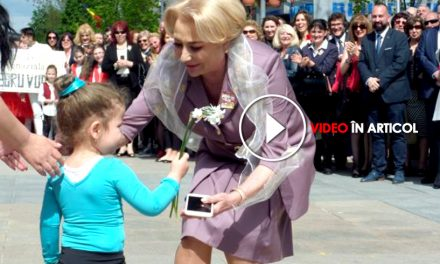 """""""Cântarea României 2018"""". Cum au fost puși copiii de grădiniță să defileze în fața premierului Dăncilă"""