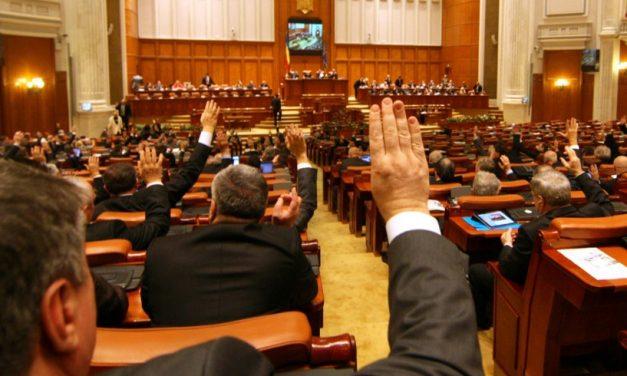 """Scandal în Parlament la adoptarea Legii Pensiilor. Opoziția către PSD: """"Nu vă mai satură Dumnezeu de pensii speciale!"""""""