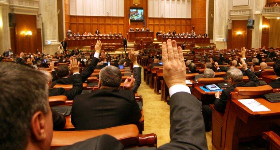 Parlamentarii au votat pentru dublarea alocațiilor, după ce Guvernul a amânat legea până la 1 august 2020