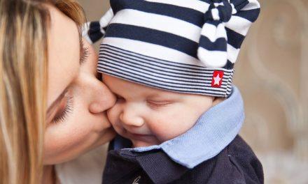 Cu cât îți îmbrățișezi mai mult copilul, cu atât va fi mai inteligent