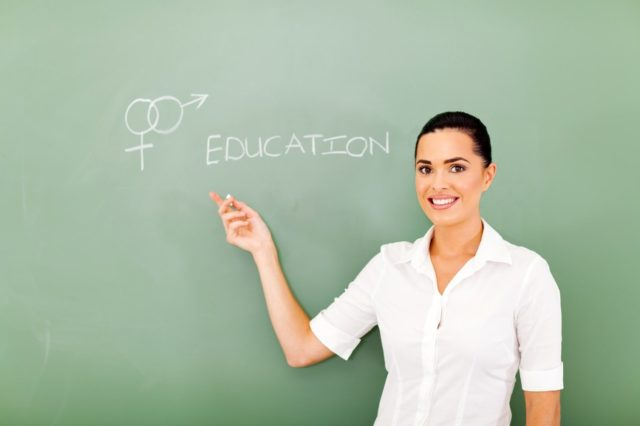 Nu e glumă! Lege PSD, adoptată tacit de Senat: 2 ani de închisoare pentru profesorii care predau orice fel de informații de educație sexuală în școli