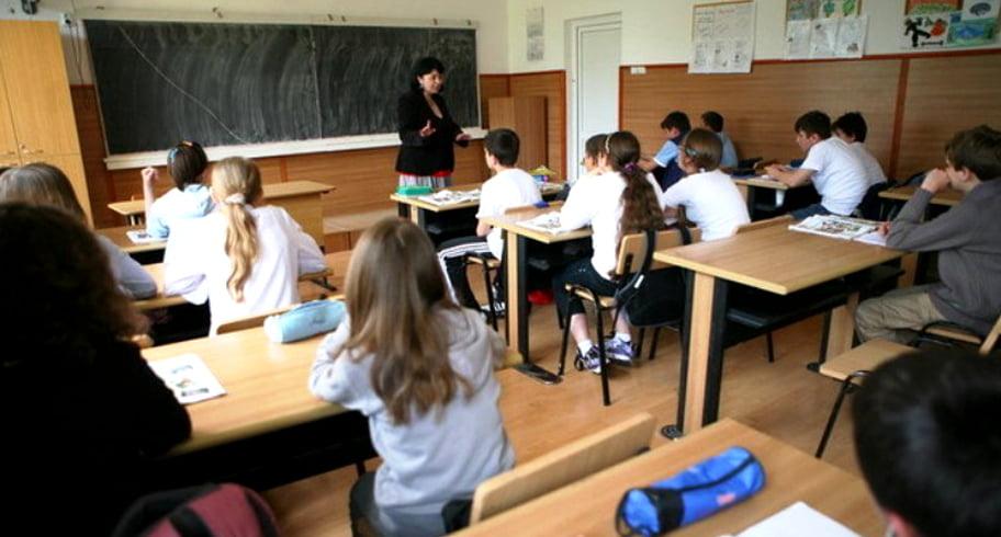 Copilul tău câte ore stă la școală? Elevii ar putea scăpa, în medie, de 4 ore pe săptămână