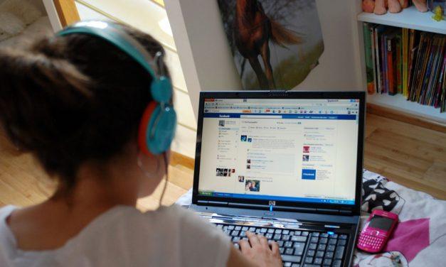 12 lucruri pe care ar trebui să le ștergi de pe pagina ta de Facebook