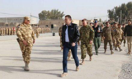 """Ministrul Apărării, Mihai Fifor, în vizită la militarii români din Afganistan. """"Vă mulțumesc tuturor pentru curaj și determinare"""""""