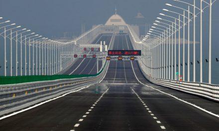 China va inaugura cel mai lung pod din lume. Are şase benzi şi patru tuneluri