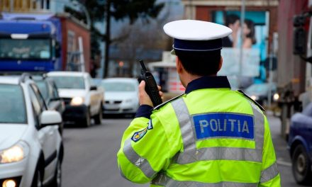 ATENȚIE MARE, ȘOFERI! Folosirea telefonului mobil la volan, chiar și ținerea lui în mână, va duce la suspendarea permisului