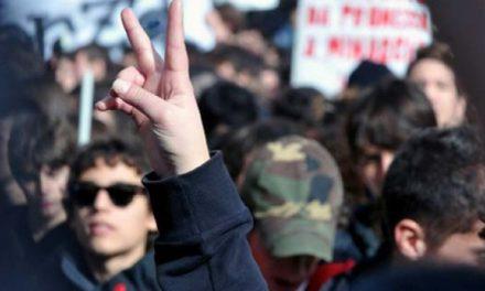 Studenții cer demisia ministrului Valentin Popa, după ce a tăiat locurile bugetate de la mai multe universități