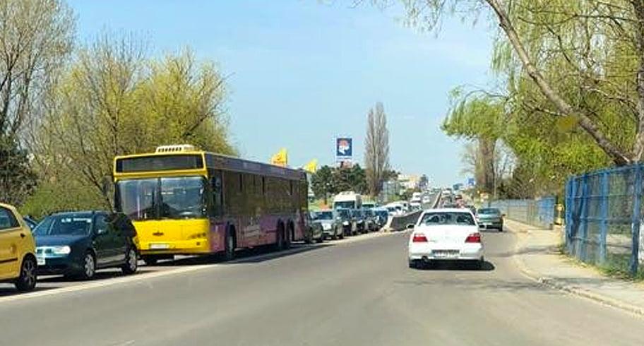 Bordurile lui Făgădău au paralizat traficul la intrarea în Constanța. Sute de mașini blocate, niciun polițist la datorie!