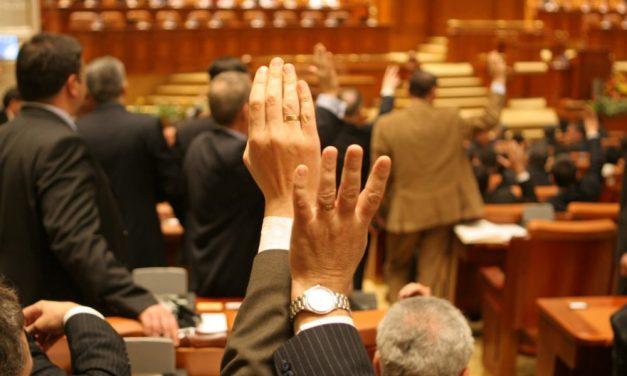 Parlamentarii au votat: Clădirile cu risc seismic vor putea găzdui cluburi sau restaurante