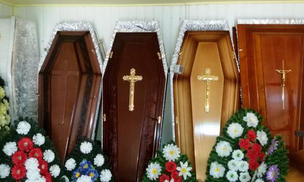 Prestatorii de servicii funerare riscă amenzi de până la 20.000 de lei dacă nu respectă prevederile legislative