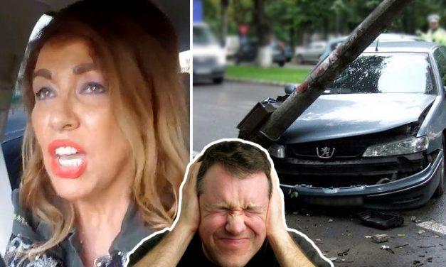 Un șofer s-a speriat și a intrat într-un stâlp după ce a surprins-o pe Corina Martin cântând la volan