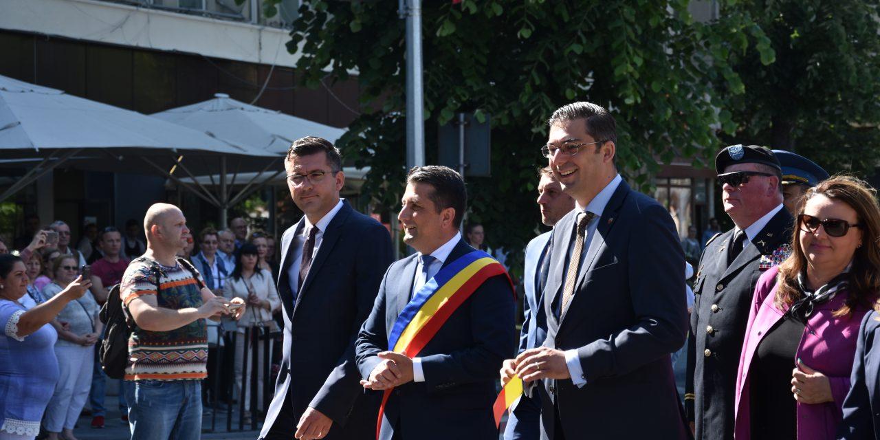 Oare merităm mai mult…? Clujul a defilat cu 200.000 de oameni, Constanța cu Făgădău și Țuțuianu