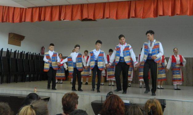 Centenarul, serbat cu lecții de istorie, cântec și poezie la Nicolae Bălcescu
