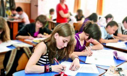 Ministerul Educației întreabă părinții și profesorii ce discipline obligatorii să taie de la gimnaziu, câte ore să reducă și ce materii ar trebui introduse