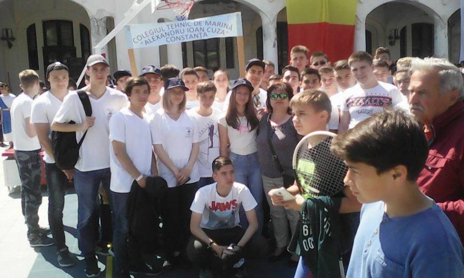 Elevii din Constanța acuză administrația locală că i-a obligat să participe la parada de Ziua Orașului