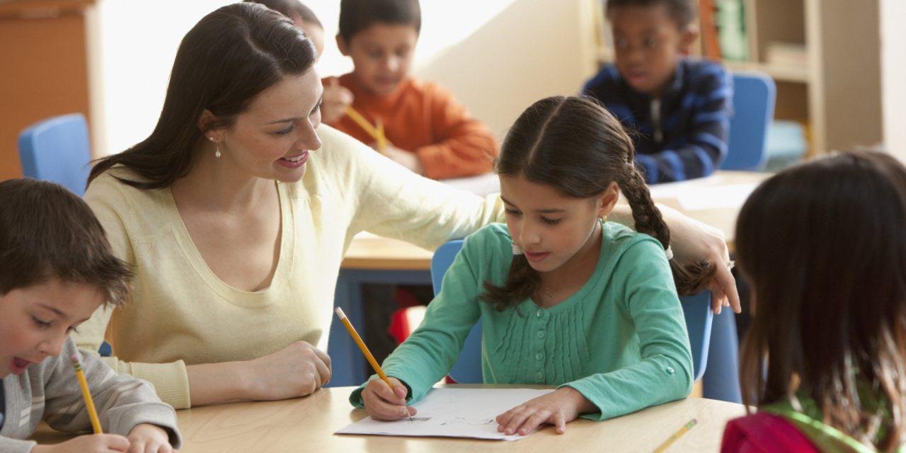 Ziua învățătorului – încă o zi fără școală pentru elevi și profesori