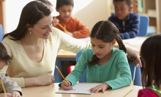 Programul after school, desființat de noul Cod de Etică? Cadrele didactice ar putea fi concediate dacă stau după ore cu elevii