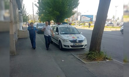 Mașină a Poliției Rutiere Constanța, parcată ilegal pe trotuar