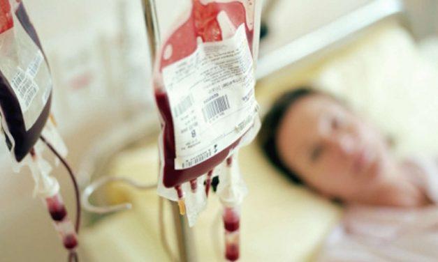 """Antivacciniștii refuză să primească sânge de la vaccinați pentru a nu fi """"otrăviți"""""""