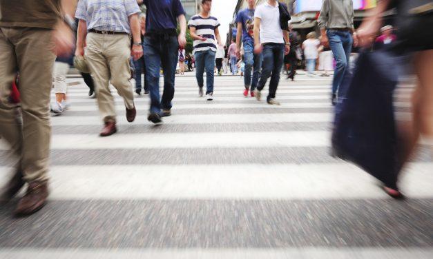 Studiu: Mersul pe jos reduce riscul mortalității
