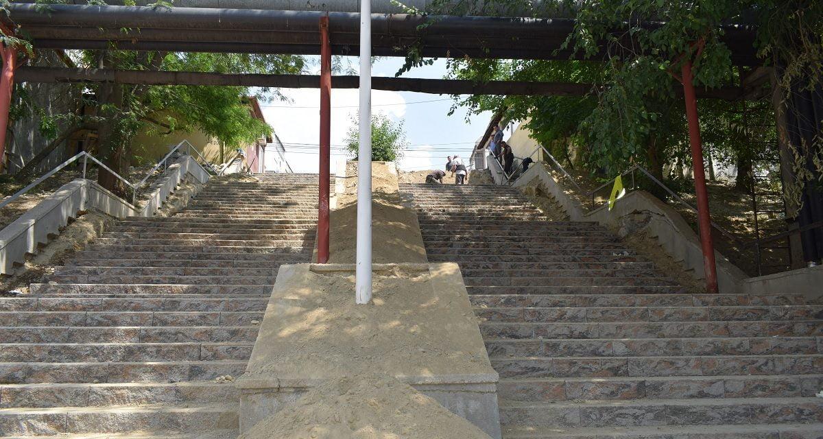 Lucrări de reparație și amenajare a scărilor de pe platoul H, din Cernavodă