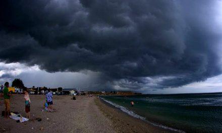 ANM anunță furtuni și ploi în toată țara. Cum va fi vremea pe litoral în acest weekend