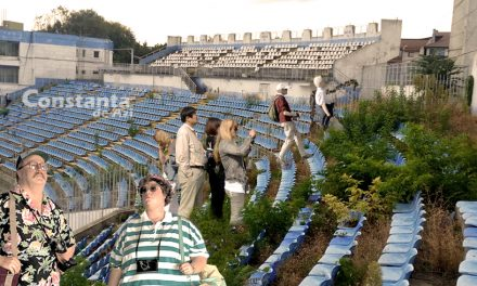 """Grup de turiști străini, fascinați după ce au vizitat ruinele stadionului Farul: """"Total mindfuck!"""""""